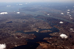 Queens, Manhattan and beyond (Richard-) Tags: newyork canon 2006 aerial canoneos20d canonef35mmf14lusm
