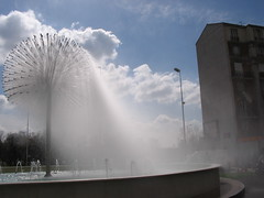 Puteaux, Fontaine Bellini, douche gratis ! (Grbert) Tags: fontaine douche bellini puteaux