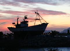 atardeciendo (Robda) Tags: lafotodelasemana atardecer mediterraneo barco lfscontraluces
