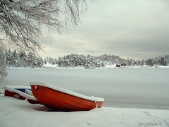 Winter Feelings - I (PuffinArt) Tags: winter white snow cold ice gelo norway branco boats topf75 barcos fourseasons neve noruega fjord puffinart inverno frio winterscene urfavslandscape supershot vandamalvig cenariodeinverno fiorde barcosnaneve boatsonthesnow winterscenery worldsfavoriteornotnolimitofphotosgroup abigfave diamondclassphotographer flickrdiamond focuslegacy eliteimages
