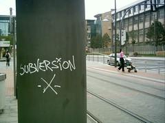 Anglų lietuvių žodynas. Žodis subversion reiškia n nuvertimas; sunaikinimas lietuviškai.