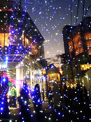 Street corner that star dances (tearoom) Tags: street sunset reflection silhouette japan lights mirror topf50 illumination osaka today topv3333 topf100 caplio magichour umeda gx 1500v60f 1000v40f 30faves30comments300views
