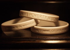 Make Poverty History! (rogiro) Tags: poverty white black history freeassociation make text band millennium round goals beat makepovertyhistory awareness development deventer whiteband ididit armoede armut gcap millenniumgoals maakhetwaar deinestimmegegenarmut hastalavictoria firsttheearth sustainabledrive v486f4my0907