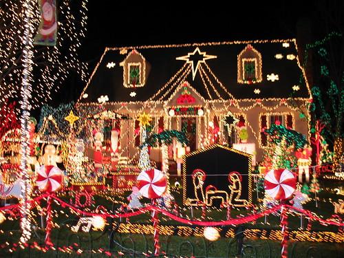 Рождественские огоньки, домики и гирлянды