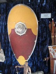 Centaur shield (gfixler) Tags: narnia thechroniclesofnarnia thelionthewitchandthewardrobe premiere moviepremiere elcapitan theelcapitan elcap theelcap elcapitantheatre theelcapitantheatre capitan theater theatre elcapitantheater theelcapitantheater prop props movieprop movieprops armor shield weapon weapons weaponry armament centaur quiver arrow arrows