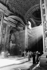 revelation (filipeb) Tags: light people bw italy favorite rome roma luz church topf25 saint topv111 architecture wow raios interesting arquitectura cathedral catedral fv5 pedro peter igreja rays sao miracles nikonf70 milagres 333v3f godslight interestingness104 i500 filipebrando 230countriesitaly 2880mmf3556dn abigfave