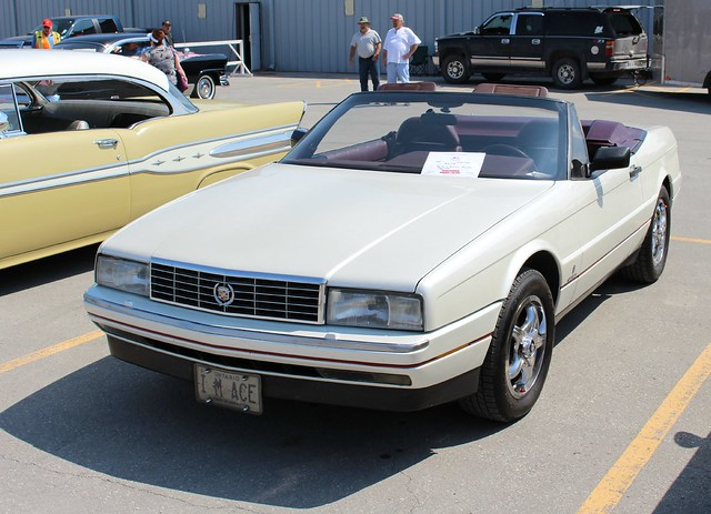 ©richardspiegelmancarphoto lindsayfleamarket2015 1990cadillacallanteconvertible