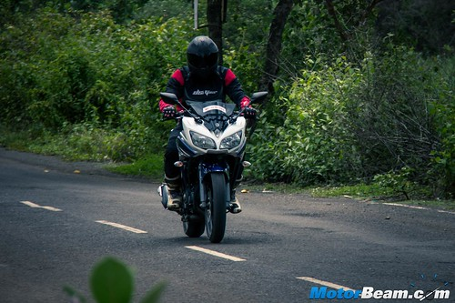 2015-Yamaha-Fazer-V2-3