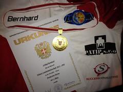 Urkunde und Medaille