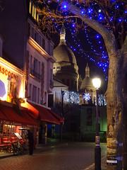 Montmartre, mon amour! (Toni Kaarttinen) Tags: moon paris france tree tower church night lights restaurant evening frankreich cathedral frana montmartre sacrecoeur gas frankrijk prizs francia iledefrance parijs parisian pars  parigi frankrike gascogne placedutertre sacrcur  pary   francja ranska pariisi  franciaorszg  francio parizo  frana