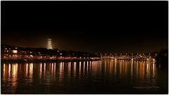 Väterchen Rhein im weihnachtlichen  Glanz (Sonnenblume♥) Tags: basel schweiz rhein wettsteinbrücke rochetower wasser nachtaufnahme