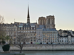 Notre Dame & Seine (Toni Kaarttinen) Tags: parís paris parizo pariisi párizs parigi パリ parijs paryż париж 巴黎 frança frankreich francio francia ranska france צרפת franciaország フランス frankrijk francja franţa франция frankrike 法國 iledefrance parisian notredame cathedral seine tower