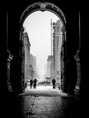 Arch Way To The Cold Streets Of Philadelphia 47/52 (Keith Reid Photography) Tags: city cityview architecture architecturelovers architecturephotography blackandwhite blackwhite building monochrome monochromatic populartags exploration explore urban street streetphotography 52 52weeksofphotography 52week 52weekproject snow storm philadelphia philly highkey