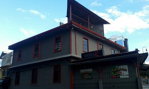 Barrio Amón: de cómo acribillar un edificio histórico av.9, c.3a/ Barrio Amón: on how to ruin a historic building 9th av., 3a st.