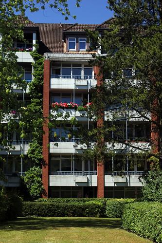 """Wohngebäude • <a style=""""font-size:0.8em;"""" href=""""http://www.flickr.com/photos/69570948@N04/19170269700/"""" target=""""_blank"""">Auf Flickr ansehen</a>"""