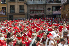 "SAN FERMIN 2015 14 • <a style=""font-size:0.8em;"" href=""http://www.flickr.com/photos/39020941@N05/19505256988/"" target=""_blank"">View on Flickr</a>"