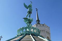 Lyon - Basilique Notre-Dame de Fourvire (larsen & co) Tags: sculpture france lyon statues rhne basilique fourvire rhnealpes cariatide basiliquenotredamedefourvire archangesaintmichel