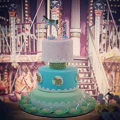 Bolo - Carrossel da Nalu! 🎠🎂👸🎉🍰🎈🎀🍫❤ #nalufez1 #molindacake #cakedesign #cakedecorating #cake #cakeart #sweet #bolodenatal #bolo #bolomenina #parabéns #happybirthday #carrossel # (Molinda Cake) Tags: molinda cake bolo pasta americana bolos confeitados boss