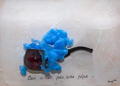 Ceci n'est pas une pipe.. (Antonio Iacobelli (Jacobson-2012)) Tags: magritte tela quadro acrilico colore azzurro acrylic color bari nikon d800 nikkor 60mm