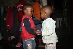 Ruben en Elisha aan het dansen