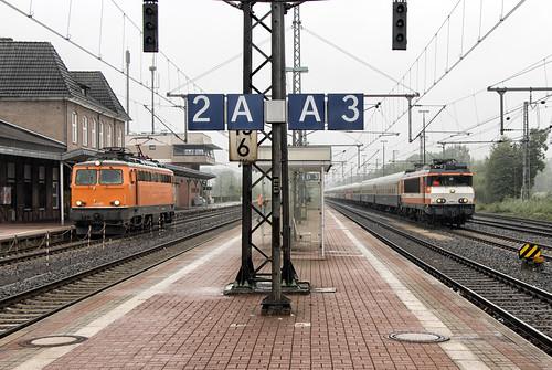 Locon 9903 met lege gezelschapstrein en Northrail 1142 635, Bad Bentheim 20 juli 2015