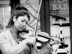 The violinist (Michele Ginolfi) Tags: violin violinist street artist streetart blackandwhite black white music london coventgarder mono chrome monochrome eyes portrait girl woman
