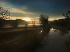 Sonnenuntergang am Nekar (Blende2,8) Tags: neckarviadukt brücke iphone deutschland altenburg nebel wolken himmel sonnenuntergang bäume flus neckar neckartal reutlingen badenwürttemberg