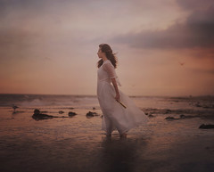 Coming home (Deltalex.) Tags: beach ginavasquez girl woman newyork portrait sunset seagulls birds flight searching 85mm fineartphotography conceptual conceptualphotography alexbenetel deltalex telescope ocean sea water sand
