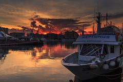 Neptunus I (Enrico Cusinatti) Tags: barca tramonto porto portoantico oldharbour oldport sunset ruotapanoramica mare sea enricocusinatti genova genoa cielo sky clouds