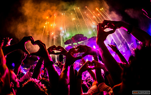 Show your love @ Tomorrowland 2016