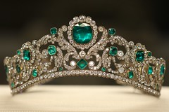 Paris_Louvre_Angouleme-Duchess-Tiara_20150410_EOS7DII_3005 (Julian_salsa) Tags: tiara diamonds louvre angoulme tiare emerald duchess emeralds eugnie duchesse diamants meraude meraudes