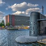 Kunstwerk und Drachenboot - Artwork and dragon boat thumbnail