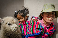 Peruvian smiles. Cusco. (ravalli1) Tags: street portrait people woman alpaca peru children outdoor cusco streetphotography incas quechua