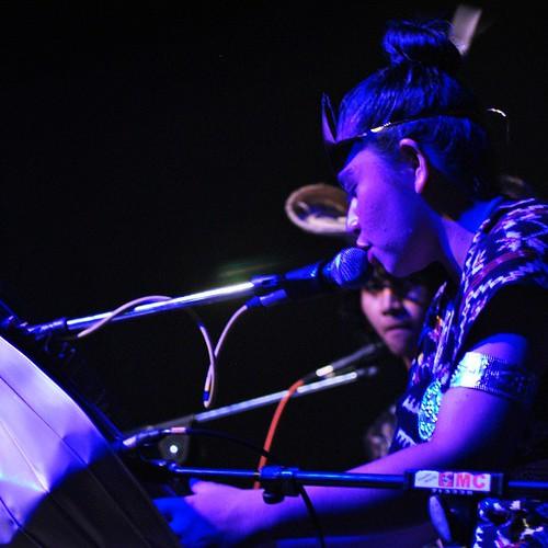 Seorang warga dari Nusa Tenggara Timur (NTT) memainkan alat musik tradisional bernama