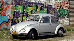 Volkswagen Beetle 1982 (XBXG) Tags: auto old holland classic haarlem netherlands car vw vintage germany volkswagen deutschland graffiti 1982 automobile beetle nederland voiture german cox paysbas deutsch käfer ancienne coccinelle kever volkswagenbeetle duits allemande hp28sh
