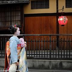 (Ruggero La Rosa) Tags: street people beauty japan kyoto fuji maiko geisha gion x100s