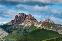 Hochgebrigslandschaft aufgenommen in den Dolomiten in Südtirol - High mountain landscape photographed in the Dolomites in South Tyrol (klausmoseleit) Tags: jahreszeit gröden alpen südtirol sommer orte campitellodifassa trentinoaltoadige italien it