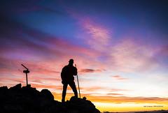 Amaneciendo en Anboto (Jabi Artaraz) Tags: jabiartaraz jartaraz euskoflickr amanecer autorretrato hacha aizkora anboto cima montaña mendia