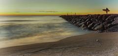 Esperando a las Olas (candi...) Tags: playa surf persona agua cielo rocas arena airelibre sonya77