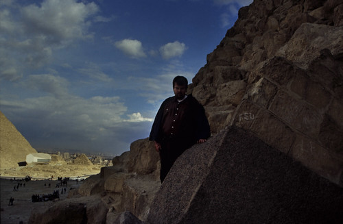 "Ägypten 1999 (622) Kairo: Chephren-Pyramide, Gizeh • <a style=""font-size:0.8em;"" href=""http://www.flickr.com/photos/69570948@N04/32113787681/"" target=""_blank"">View on Flickr</a>"