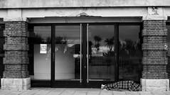 Hotel Paraiso (Fer Gonzalez 2.8) Tags: leica morning beach monochrome blackwhite homeless mardelplata