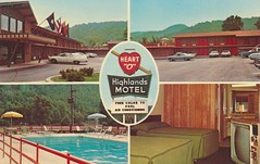 Heart O'Highlands Motel - Paintsville, Kentucky (The Cardboard America Archives) Tags: vintage tv kentucky postcard motel roomview poolview paintsville signview quadview