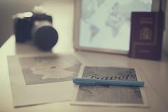 Iniciando el viaje... (Graella) Tags: viajar travel viatjar camara nikon camera mapas planos maps ipad tablet pasaporte passport vintage stilllife pen pencil boligrafo rotulador bodegon