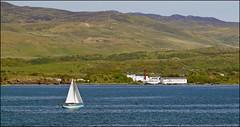 Sailing Tour to Lagavulin (tor-falke) Tags: sailboat landscape islands scotland nice meer flickr outdoor sony scottish islay land scotch dslr paysage landschaft segelboot schottland lagavulin niceview écosse schön schottisch scotlandtour schottlandtour lagavulindistillery sonyalpha scotlandtours alpha58 torfalke flickrtorfalke schottlandreise2015