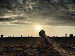 16/365 Sunset (Wenchieh Yang) Tags: welovetaiwan iphone365 iphone children kids trip beach sunset cloud sky sun blue green wow 夕陽 安平 海 愛台灣 flickrclickx flickrunitedaward soe friends saariysqualitypictures 攝影發燒友 flickrsbest superaplus