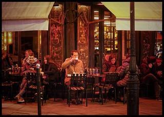 En terrasse du Saint-Régis, par un soir d'hiver, à Paris