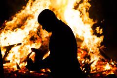 Pacto con el diablo (oscarbarreiro170779) Tags: contraluz leer sanjuan nocturna fuego hoguera