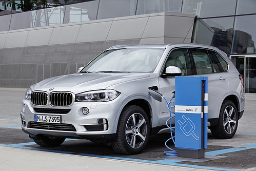 "BMW X5 PHEV <a style=""margin-left:10px; font-size:0.8em;"" href=""http://www.flickr.com/photos/128385163@N04/18491029953/"" target=""_blank"">@flickr</a>"