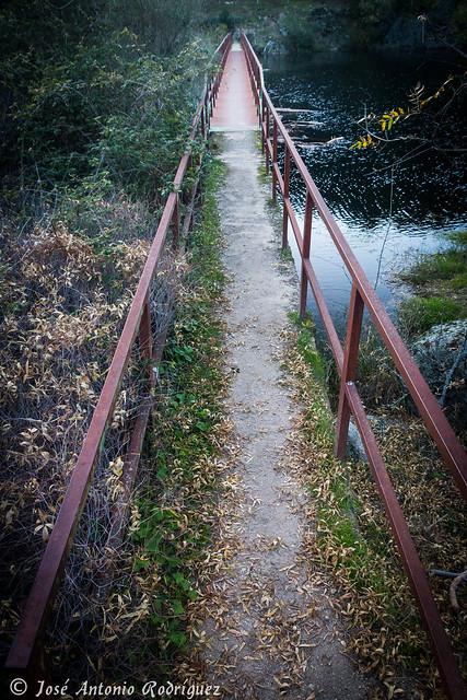 Puente de hierro en La Adrada