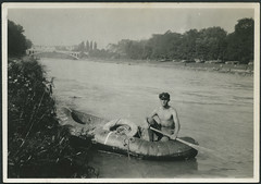 Archiv A684 Schlauchboot (Hans-Michael Tappen) Tags: bridge man river outdoor thirdreich cap fluss dinghy schlauchboot ruder rettungsring nazigermany ruderer fotorahmen strippedtothewaist mitfreiemoberkrper archivhansmichaeltappen